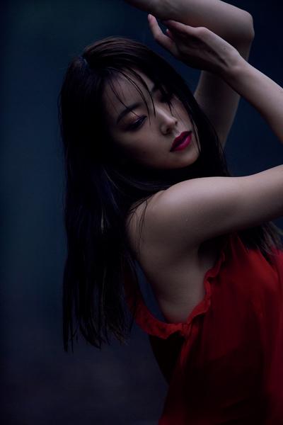 NMB48 白間美瑠、卒業記念写真集で美ボディ全開