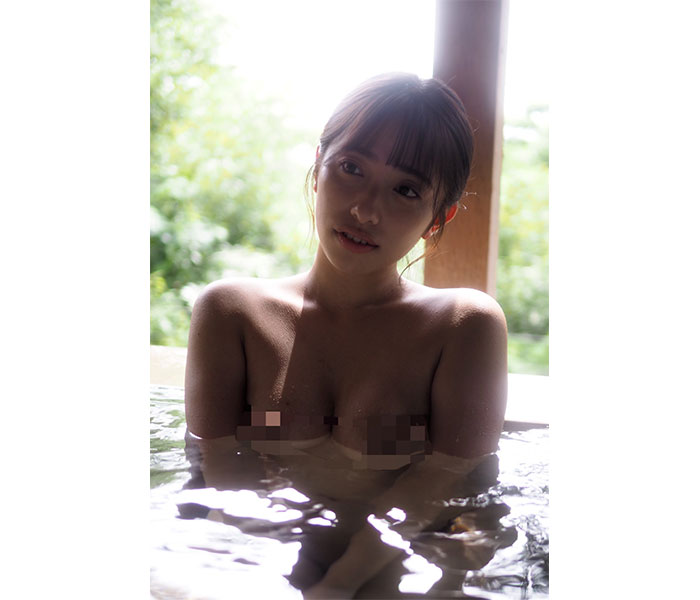 高梨瑞樹がモザイクで胸元隠しのハレンチショット!