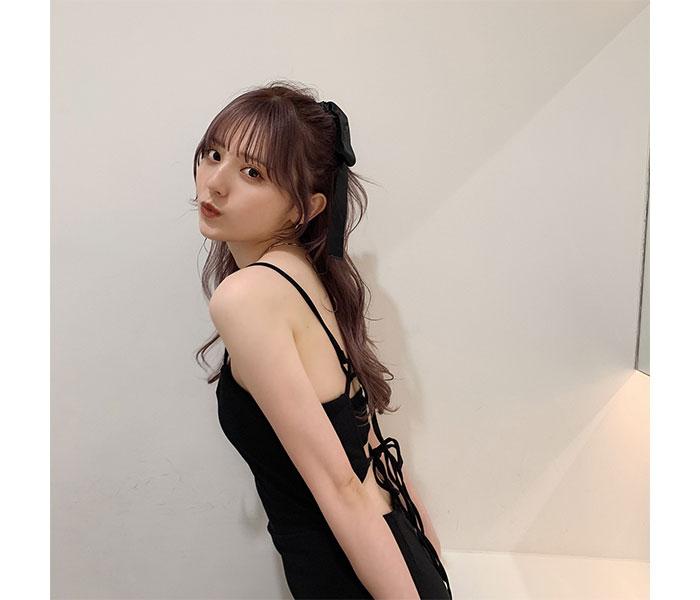 ニジマス 吉井美優、大人セクシーな黒コーデでファンを魅了
