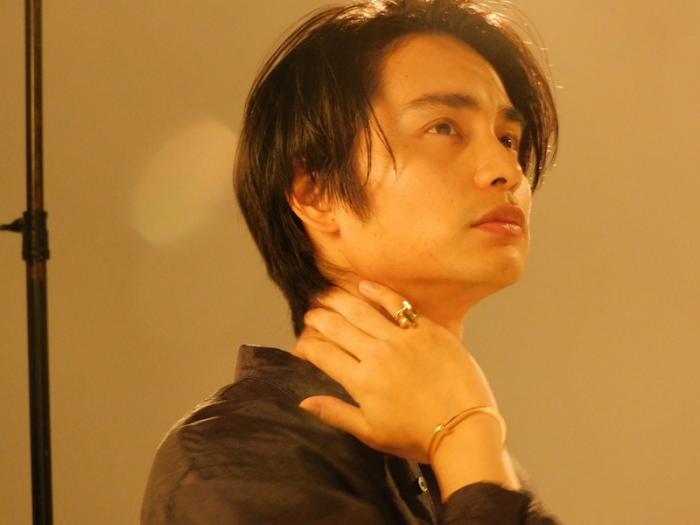 中村蒼、色気溢れるビジュアルショットにファン悶絶