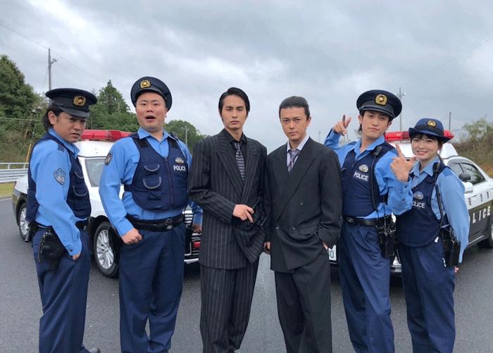 """『ネメシス』勝地涼&中村蒼、""""突破交番""""との コラボショット!!"""