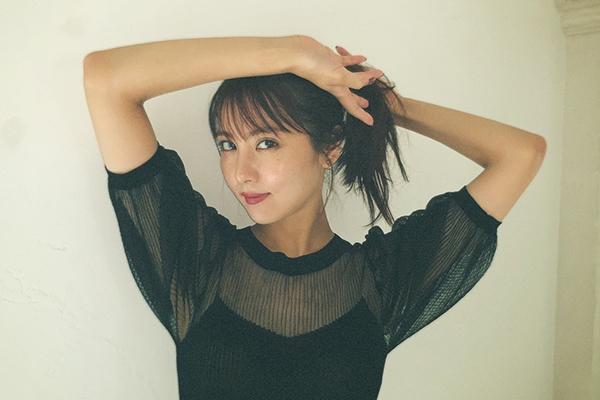 石川恋、大人っぽいアンニュイな表情&茶目っ気溢れる写真に「綺麗過ぎ」「妖艶な美しさ」と反響!
