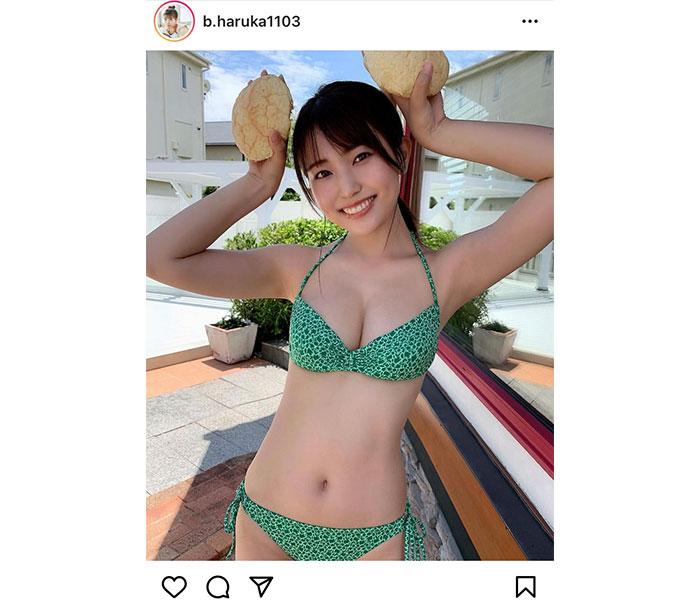 坂東遥、メロン柄のビキニでふっくら美乳披露