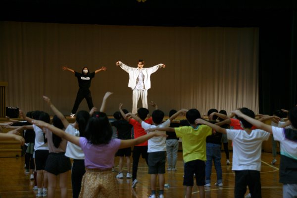 EXILE TETSUYA、「眠育」について児童に特別授業