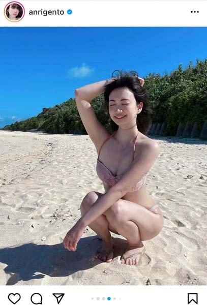 源藤アンリ、ビーチに舞い降りた女神級の水着ショット公開!