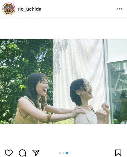 内田理央、微笑ましい松井玲奈とのお散歩2ショット公開