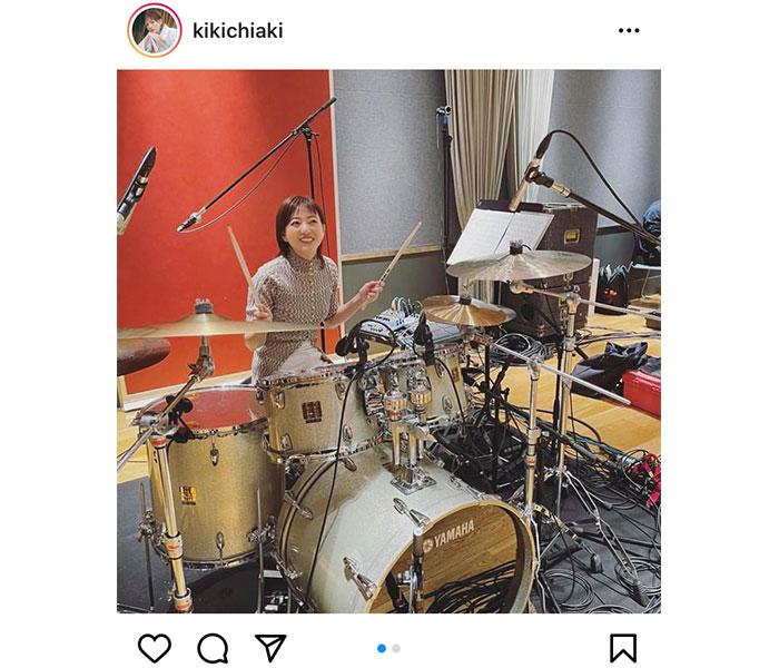 伊藤千晃、ノリノリでドラムを叩く姿に反響ぞくぞく!
