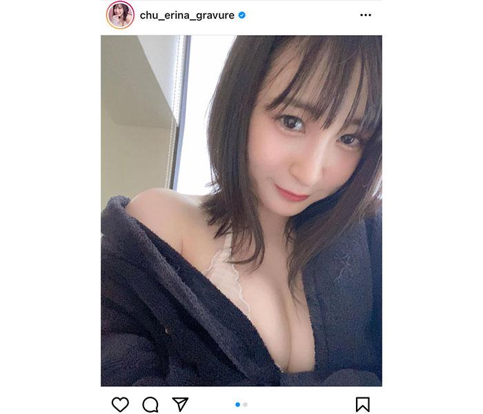 中崎絵梨奈、自撮りでふんわり美乳をチラリ「見惚れてしまうやろぉ」
