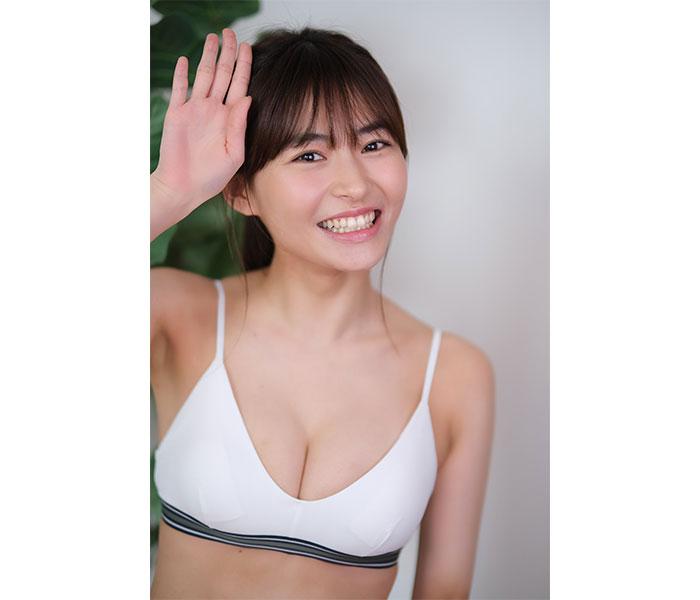 桜田茉央、暑さを吹き飛ばす笑顔のオフショットで癒しをお届け