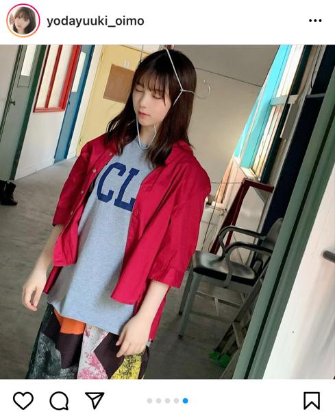 乃木坂46 与田祐希、爽やかブルーの衣装オフショットを披露