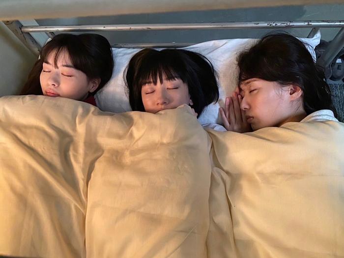 戸田恵梨香・永野芽郁・西野七瀬、女性警察官トリオの天使の寝顔ショット公開