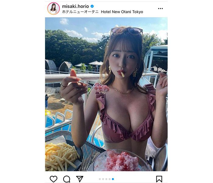 堀尾実咲、プールサイドでかき氷を食べ夏満喫