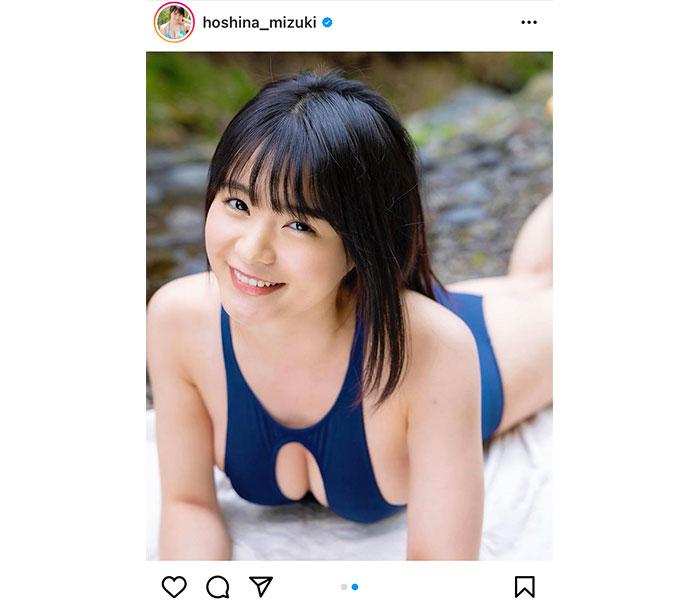 星名美津紀、胸元開きの変形ビキニで涼をお届け!