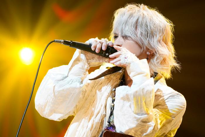 HYDE、ソロ活動20周年記念コンサート横浜公演のライブレポートが到着