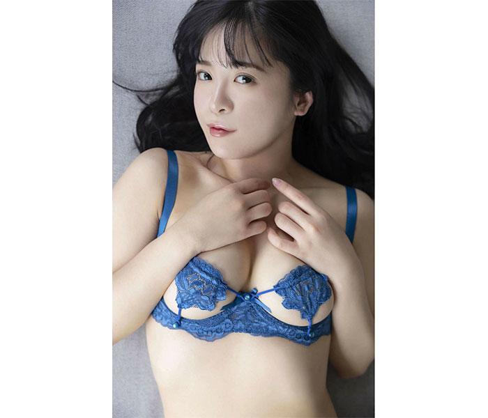 松田つかさ、一日遅れの「ぱいの日」ショットで悩殺