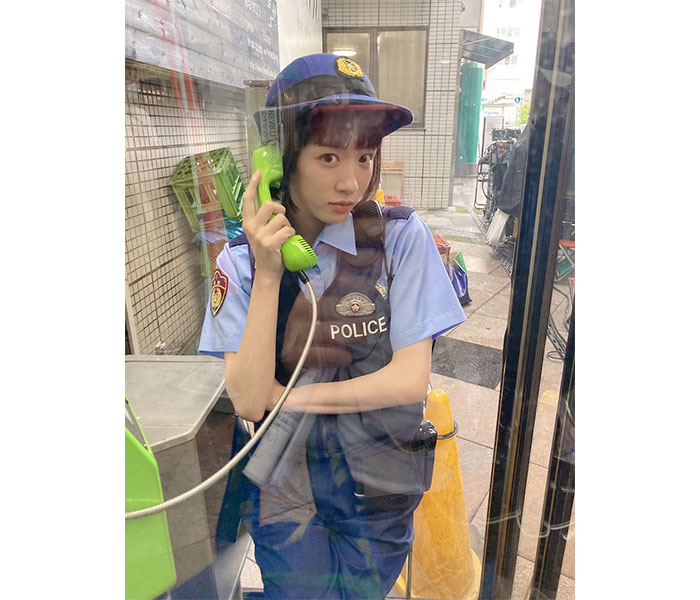 『ハコヅメ』川合・永野芽郁、公衆電話ボックスで『キリリ』な表情「やたらとキマっております」