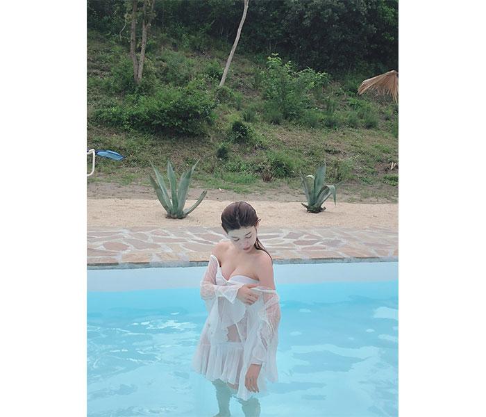 染野有来、水着姿で健康美バスト披露