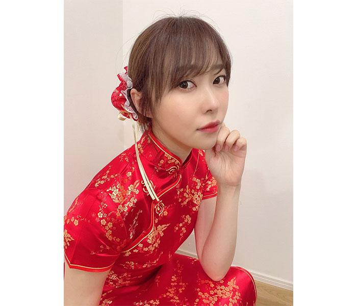 指原莉乃、赤いチャイナドレス姿にファン歓喜!