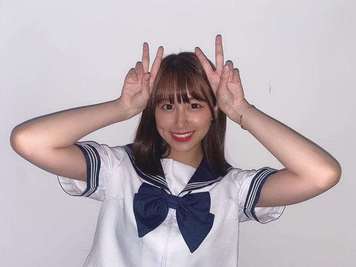 NGT48 富永夢有、セーラー服姿でダブルピース!「現役に見えるよね?」