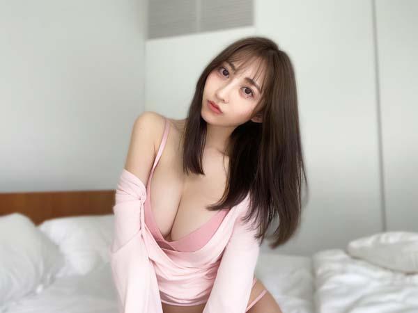辻りりさ、寝起きで癒してくれるふんわり美乳にうっとり(WWSチャンネル) - goo ニュース