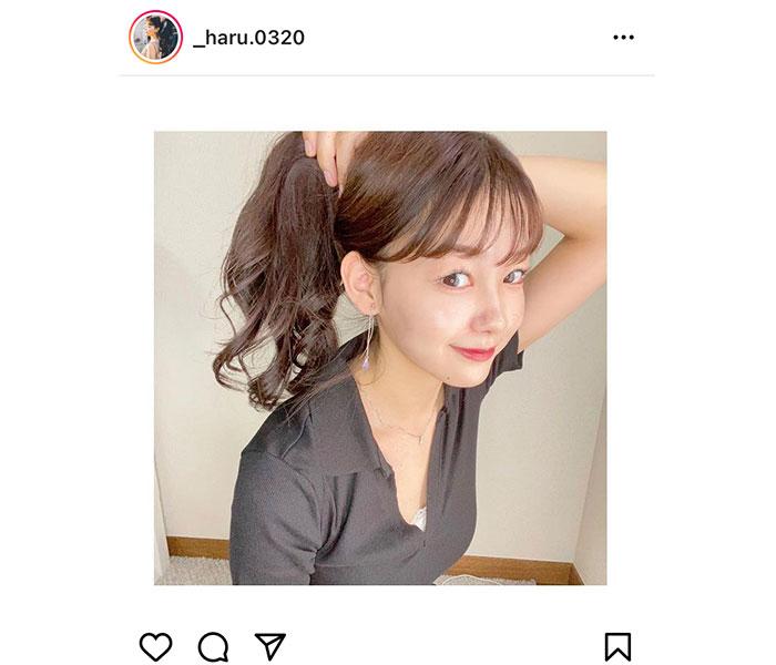 吉澤遥奈、照れながらイヤリングを披露する表情が可愛すぎる!