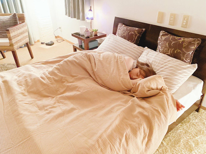 白石麻衣、ドラマ『漂着者』での寝顔オフショットに悶絶の声「激かわの寝顔」
