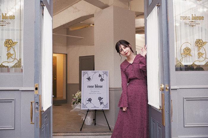 有村藍里がディレクターをつとめる「rose bleue」初の展示会を実施