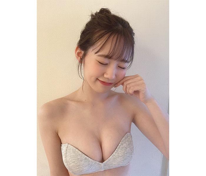 AKB48 服部有菜、美麗なデコルテに夢中の清楚ビキニオフショット公開!