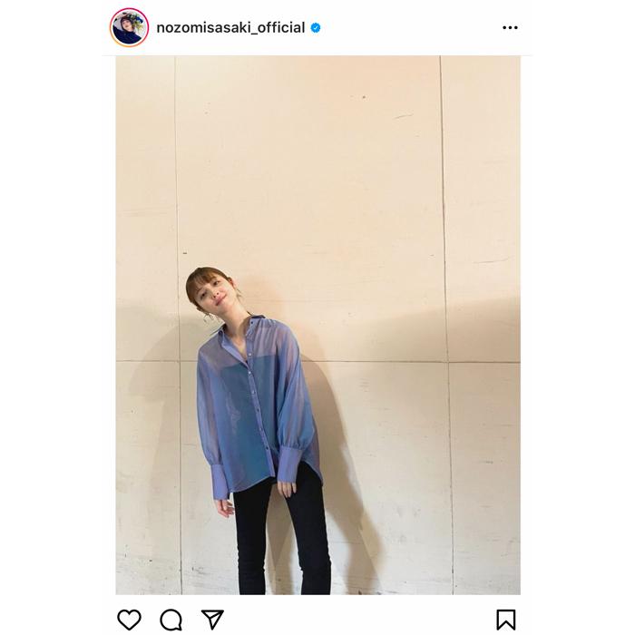 佐々木希、新作ファッションで柔らかに微笑むファッションフォトを公開!「透け感がステキ」
