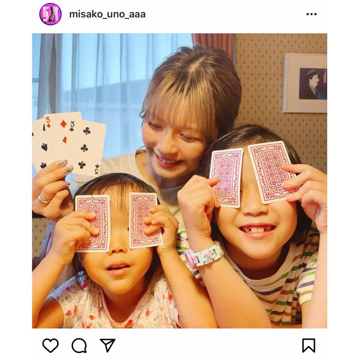 AAA 宇野実彩子、姪っ子とトランプに興じる癒しショットを公開!「可愛すぎます」