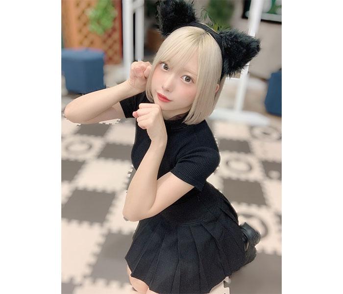 コスプレイヤー・篠崎こころの金髪黒猫コスプレに反響ぞくぞく