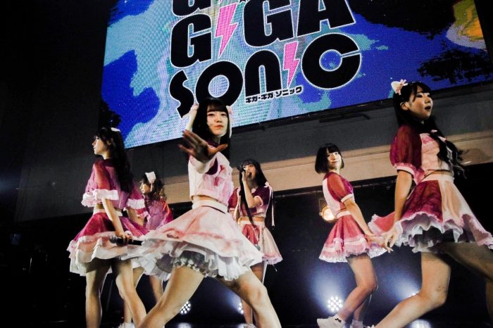 Dolly Kiss、白熱のパフォーマンスで『ギガソニ』のステージを盛り上げる<GIGA・GIGA SONIC Powered by TSC>