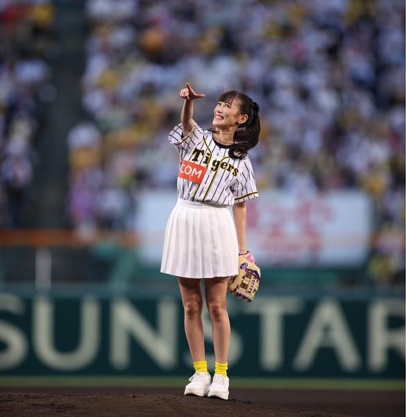 ももクロ 高城れに、甲子園のマウンドで始球式に挑む「ライブより緊張しました!」