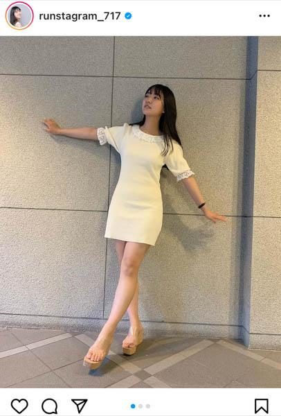 豊田ルナ、ミニワンピースコーデで美脚披露