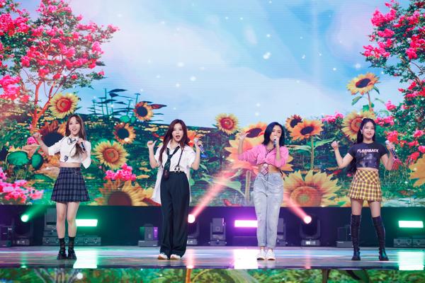 【写真特集】4人組ガールズグループ・MAMAMOO、『KCON:TACT HI 5』でキュートなパフォーマンス!