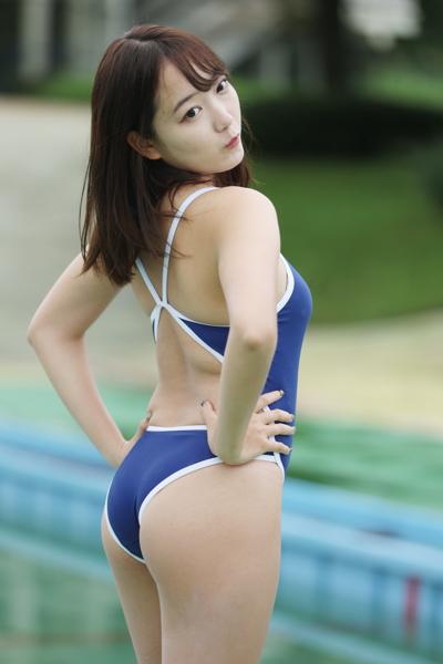 京佳が競泳水着姿で登場し豊満なボディをアピール!<近代麻雀水着祭2021>