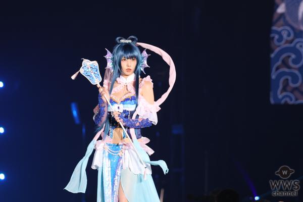 コスプレイヤー・えなこが御伽噺の世界観を表現した艶やかな衣装で関コレ初出演!<関コレ2021 A/W>