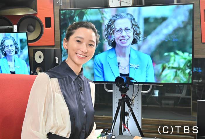 日曜劇場「日本沈没」で記者役を演じる杏、国連要人と異例の対談が実現