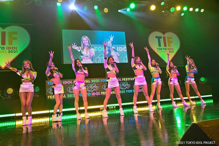 CYBERJAPAN DANCERS、「TIF2021」にお腹出しセクシー衣装で登場!!