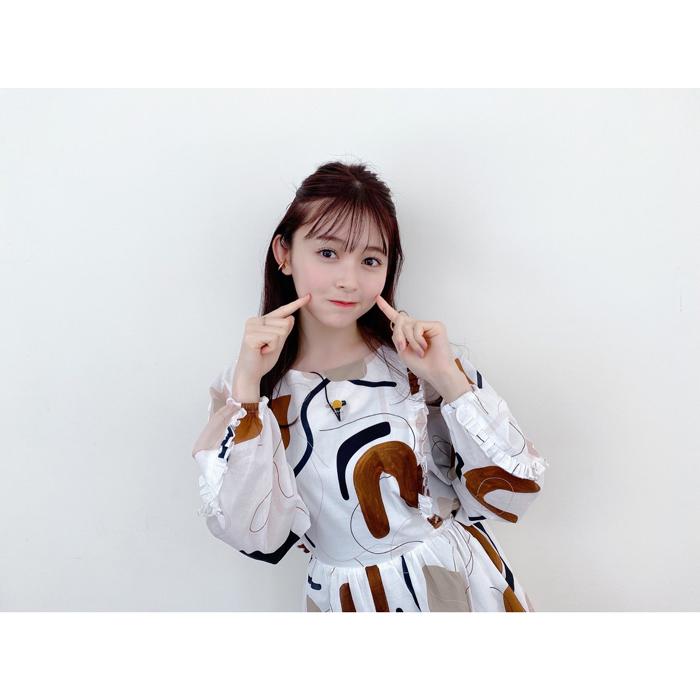 久間田琳加、ハーフアップスタイルが可愛いオフショットを披露!「可愛すぎ」