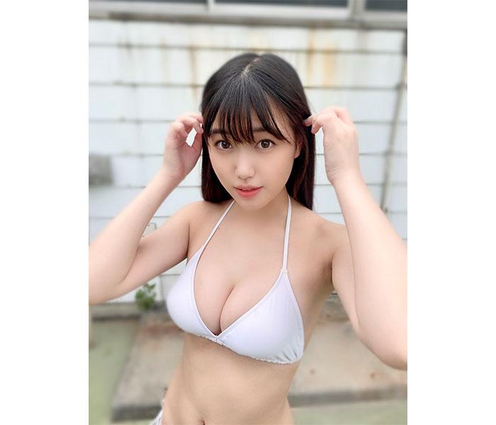 「ミスマガジン2021」グランプリ・和泉芳怜、まぶしい白ビキニ姿に歓喜の声